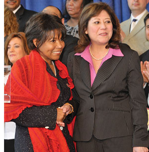 Chancellor Paula Allen-Meares welcomes U.S. Secretary of Labor Hilda Solis