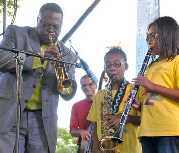 Orbert Davis with musicians from UIC Jazz Academy